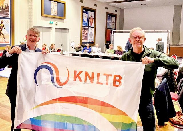 Regio ontvangt KNLTB regenboogvlag