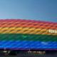 Allianz Arena in regenboog kleuren